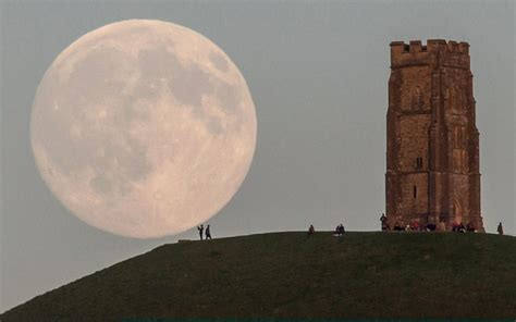 The Moon illusion: why our lunar satellite appears larger