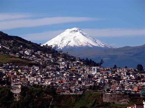 Quito and its suburbs get ready for a volcanic eruption